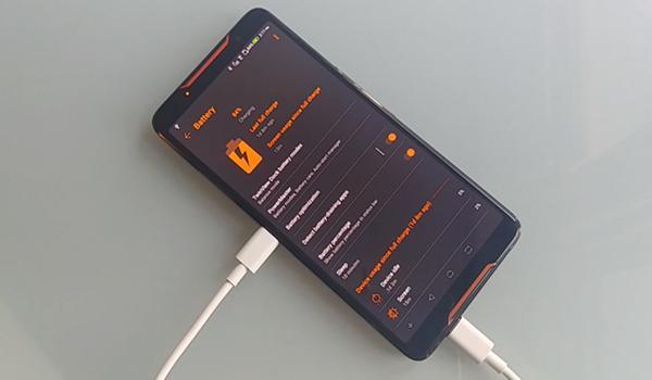Phát hiện lạ, ASUS ROG Phone có thể tự sạc pin cho chính mình